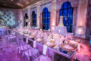 the-breakers-wedding-reception-mirror-table-with-gold-chargers-low-tulip-rose-hydrangea-centerpiece