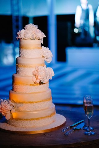 five-layer-wedding-cake-with-gold-details-and-sugar-flower-peony-peonies-flowers-on-tiers