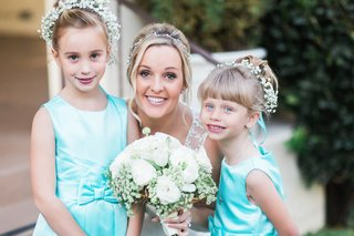 bride-with-flower-girls-in-sleeveless-tiffany-blue-satin-dresses-with-a-bow-babys-breath-halos