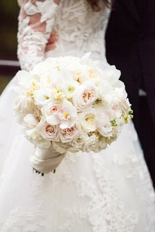 classic-bridal-bouquet-with-ivory-roses-pale-blush-rose-orchids
