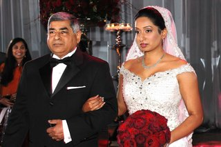indian-dad-escorting-bride-down-the-aisle
