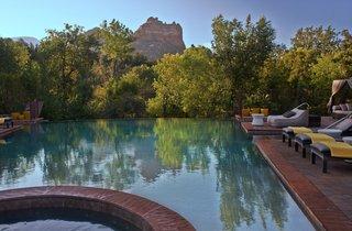 the-infinity-pool-at-amara-resort-boasts-stunning-views-of-nature