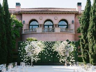 cheryl-burke-matthew-lawrence-wedding-ceremony-grand-del-mar-mindy-weiss-white-flowers-green-hedge