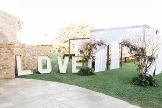 pitch-perfect-stars-anna-camp-skylar-astin-wedding-love-letters-structures-reception-entrance