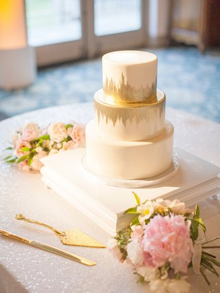three-layer-wedding-cake-round-tiers-layers-gold-brushstroke-details-pink-flowers-sequin-table