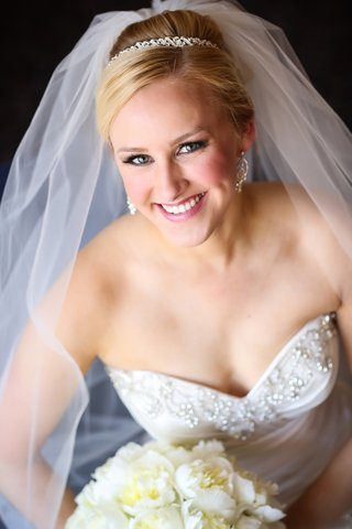 blonde-bride-with-crystal-headband-and-diamond-earrings