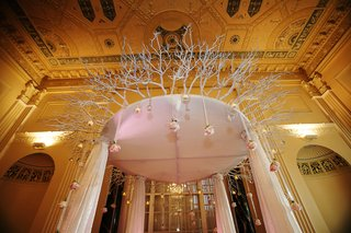 winter-wedding-chuppah-with-suspended-roses
