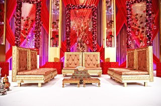indian-wedding-ceremony-with-golden-seating-at-the-altar