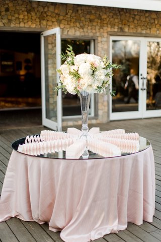 floral-arrangement-on-mirrored-table-escort-card-display-fanned-out-on-mirrored-table-with-blush-li