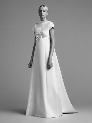 viktor-and-rolf-mariage-fall-winter-2018-wedding-dress-high-neck-short-sleeve-bridal-empire-waist