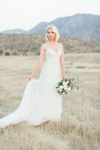 a-line-gown-sweetheart-neckline-rustic-bride-bouquet-hairpiece-california-hills-metallic
