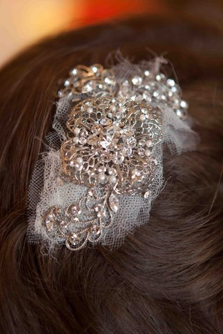 tulle-and-silver-headpiece-with-crystals-and-pearls