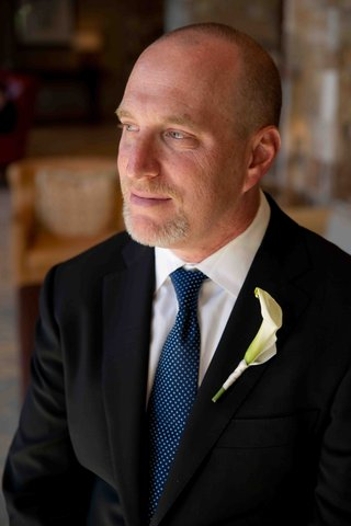 groom-with-blue-tie-and-white-calla-lily-boutonniere