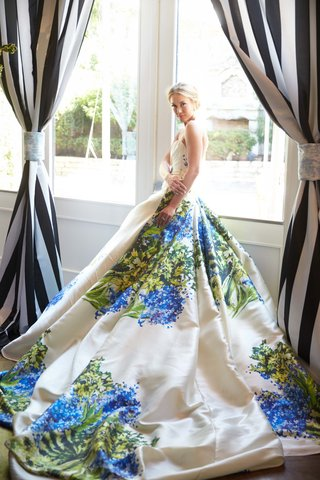 this-stunning-romona-keveza-hand-painted-wedding-gown-stuns-at-the-southern-charm-inspired-creative