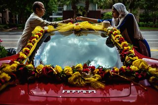red-ferrari-adorned-with-garlands-of-roses