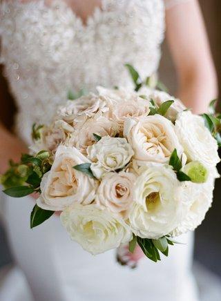 wedding-bouquet-rose-varieties-in-white-pink-peach-greenery