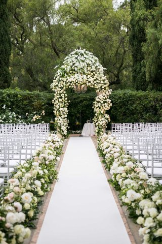 wedding-ceremony-at-the-beverly-hills-hotel-white-rose-hydrangea-flowers-chuppah-aisle-runner