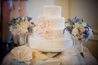 lace-cake-with-large-pink-flower