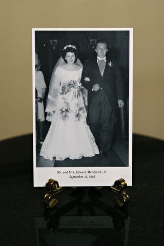 black-and-white-photo-of-brides-grandpa-and-grandma-wedding-family-photos-reception-cocktail-hour