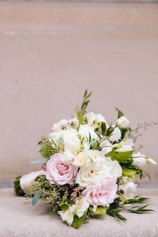 loosely-structured-blush-and-ivory-wedding-bouquet-with-greenery-rose-flowers