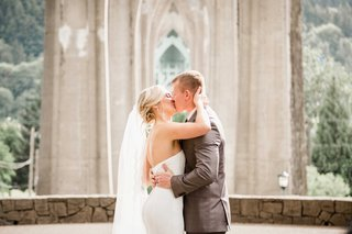 first-kiss-outdoor-park-ceremony-portland-bridal-butt-wedding-rustic-bride-veil-gray-suit-groom