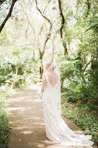 bride-in-alon-livne-lace-dress-with-v-back-and-fingertip-veil