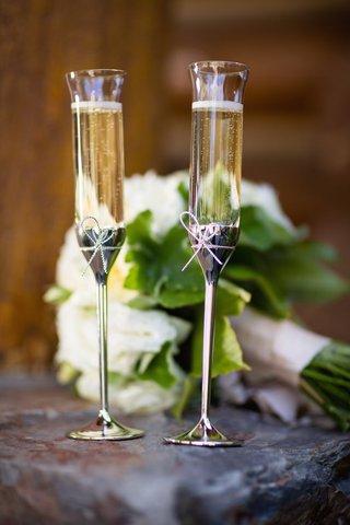 bride-and-groom-golden-champagne-glassware