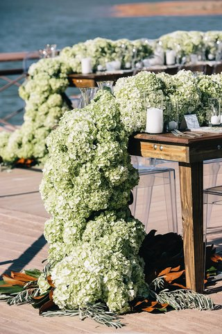 rustic-wood-tables-topped-with-green-hydrangeas