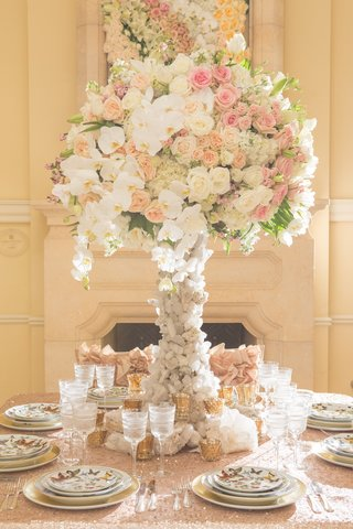 wedding-reception-table-with-white-pink-peach-roses-orchids-asiatic-lilies-on-quartz-stand