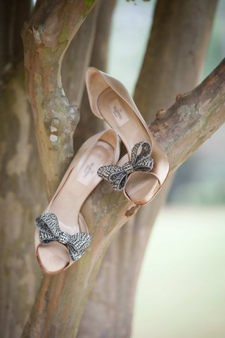 nude-valentino-bridal-heels-with-crystal-bow