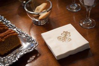 cocktail-napkin-with-gold-j-j-monogram-at-wedding