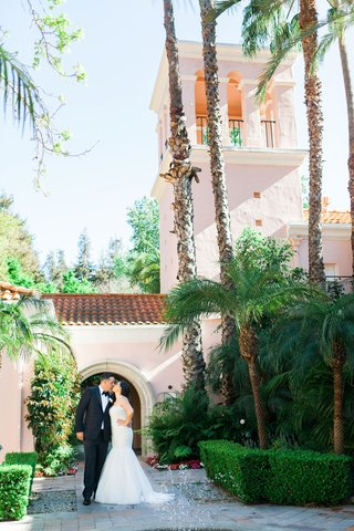 hotel-bel-air-wedding-bride-and-groom-portrait-tall-palm-trees-green-hedges-spanish-roof