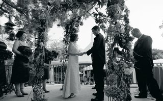 black-and-white-photo-of-bride-and-groom-at-outdoor-ceremony