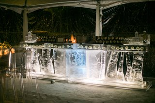 ice-bar-carved-to-look-like-tree-trunks-to-serve-moscow-mule