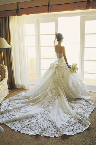 st-pucchi-wedding-dress-with-long-train