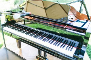 piano-at-outdoor-wedding-ceremony-with-microphone-for-performance