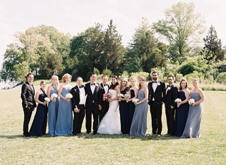 bridesmaids-and-groomsmen-with-bride-and-groom