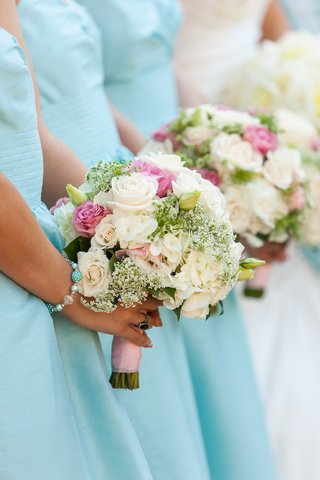 bridesmaids-holding-white-and-pink-flowers-at-ceremony