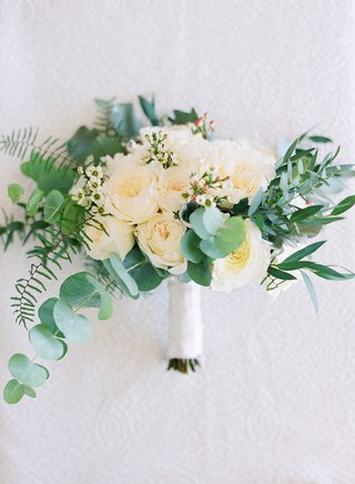 wedding-bouquet-greenery-leaves-eucalyptus-white-garden-roses-and-other-flowers