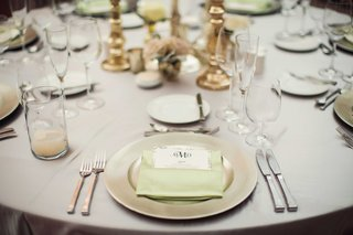 silver-tablecloth-on-wedding-reception-table-with-metallic-charger-plate-light-green-napkin-menu