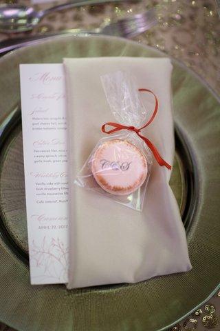 monogram-macarons-for-weddings-favors
