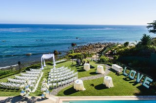 neutral-tone-ceremony-seating-on-grassy-yard-facing-the-ocean-view