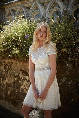 short-sleeved-short-wedding-dress