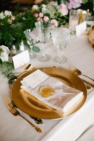 gold-charger-plate-gold-glitter-lollipop-wedding-favor-gold-flatware-set-crystal-goblets