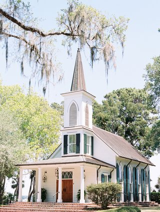 wedding-chapel-at-montage-palmetto-bluff-church-wedding-location-ideas-in-the-south-steeple