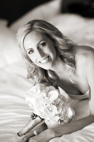 black-and-white-photo-of-bride-with-orchid-and-rose-bouquet