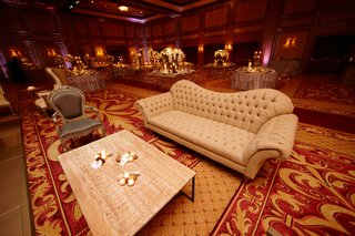 chaise-sofa-with-tuft-details-in-ballroom-wedding-lounge