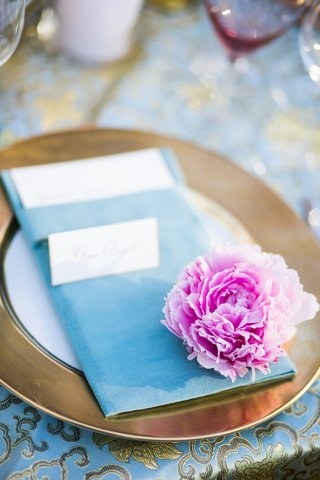 gold-rimmed-charger-plate-and-blue-dinner-napkin