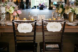 simple-bride-groom-chair-signage-rustic-wedding-sweetheart-table-head-table
