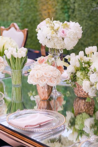 mirror-table-rose-gold-table-wedding-reception-hedge-wall-tulips-roses-peonies-in-rose-gold-vases